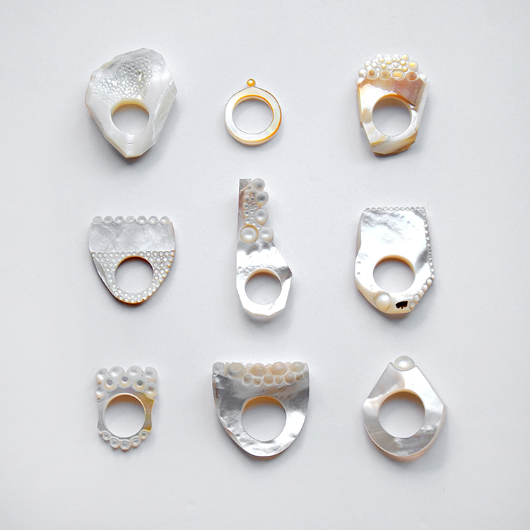 Danni Schwaag, rings 09-17, 2018-2019, ring, mother of pearl, 30 x 25 mm (size 55mm) to 60 x 25 mm (49 mm), photo: Danni Schwaag