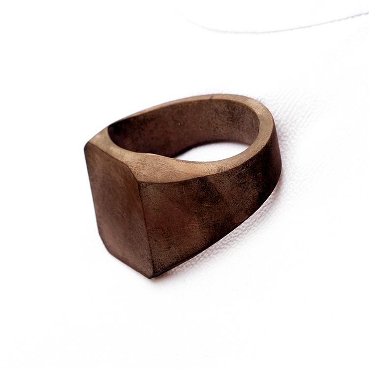 galerie-door-hartog-hennemam-signet-ring-brooch-copper