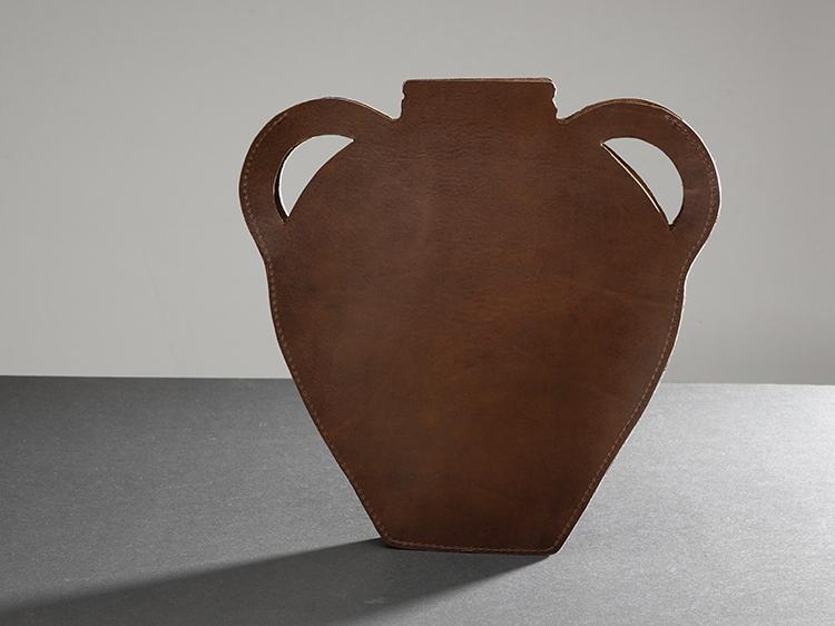 galerie-door-maria-hees-amphora-bruin