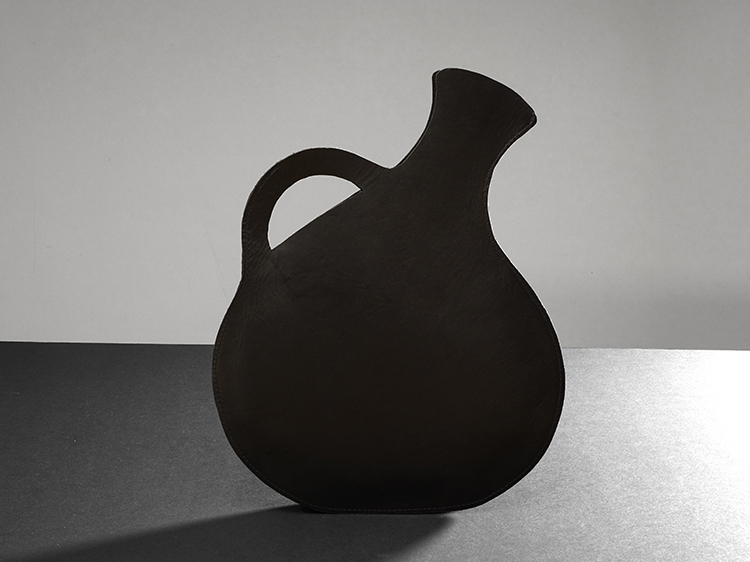 galerie door contemporary fine art and art jewellery maria hees amphora tasobject