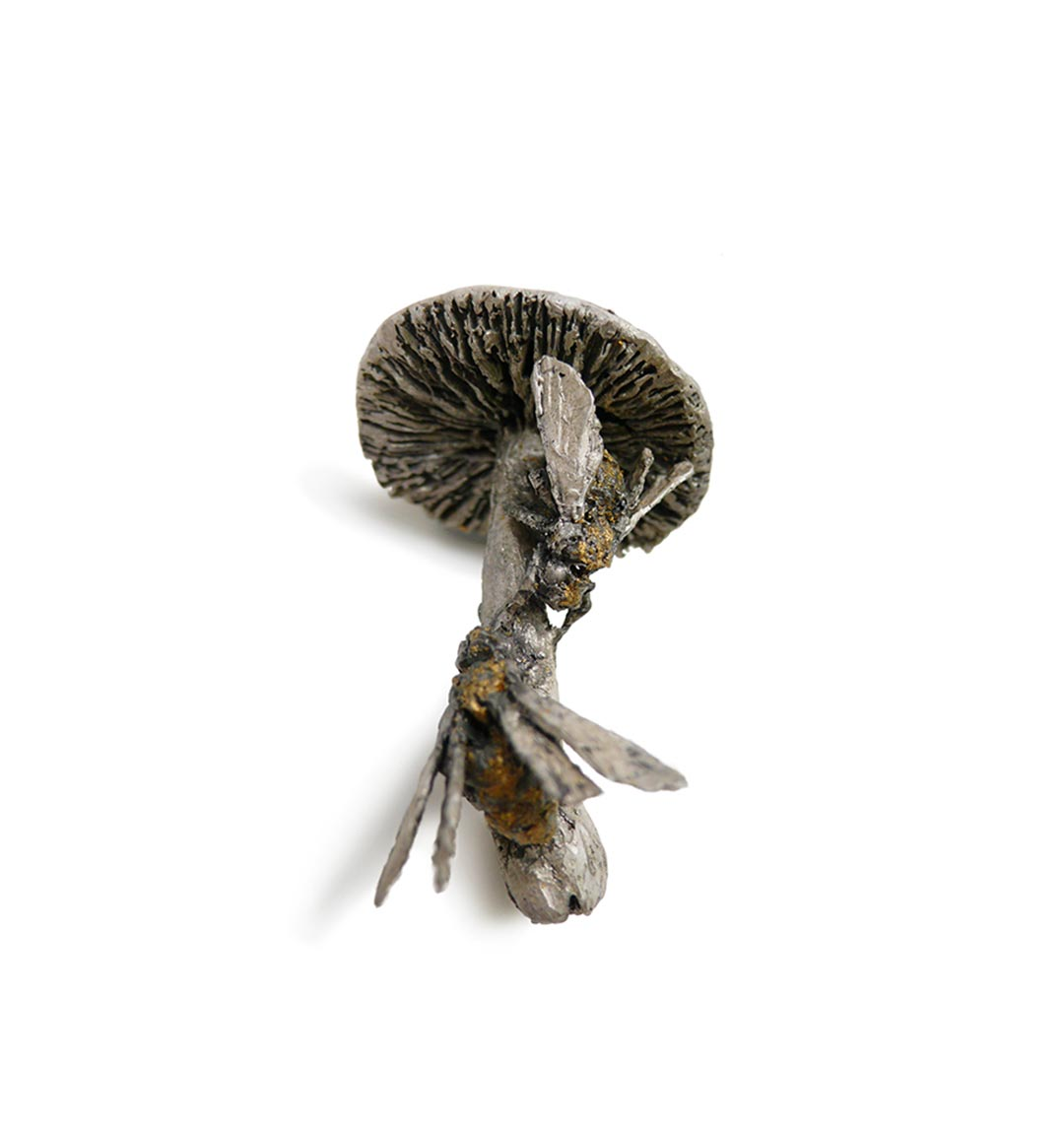 bees on mushroom hollow, 2011, brooch, sterling silver, oil paint, gold leaf, gold - photo: mielle harvey
