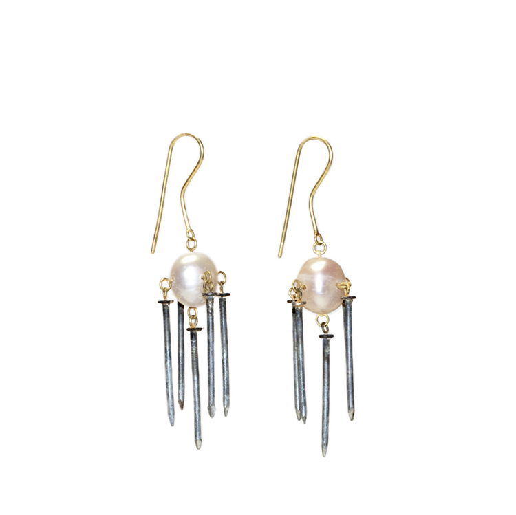 galerie-door-philip-sajet-earrings-pearl-nails