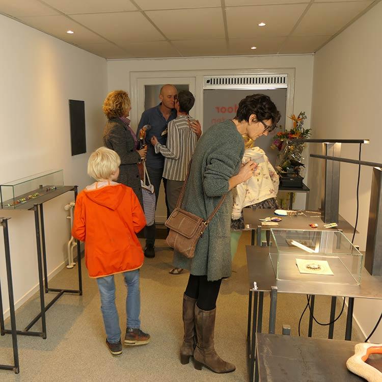 opening galerie door entrance